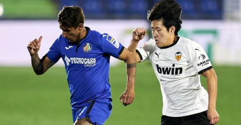 Kang-in Lee of Valencia runs after Damian Suarez of Getafe, February 2021