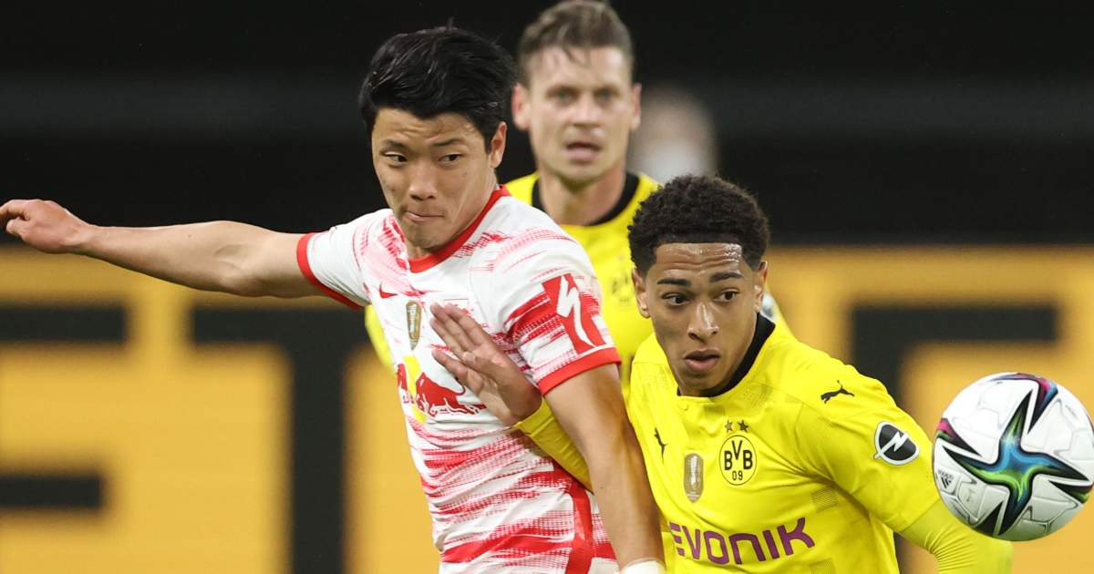Hwang Hee Chan and Jude Bellingham tussle for possession, May 2021