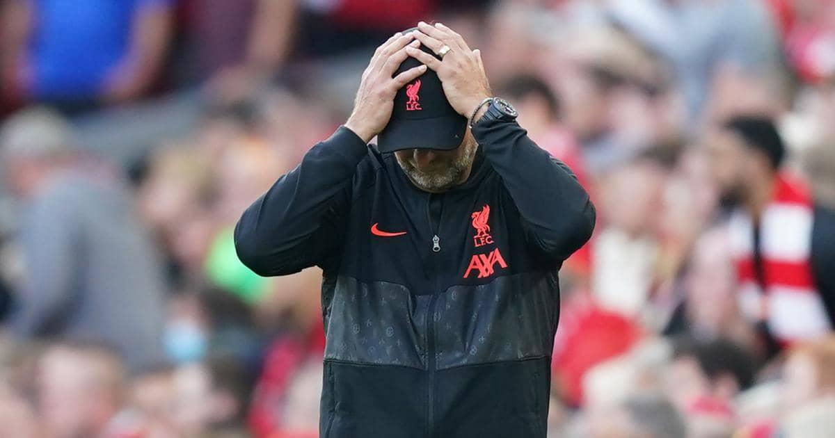 Jurgen Klopp with head in hands during Liverpool v Chelsea