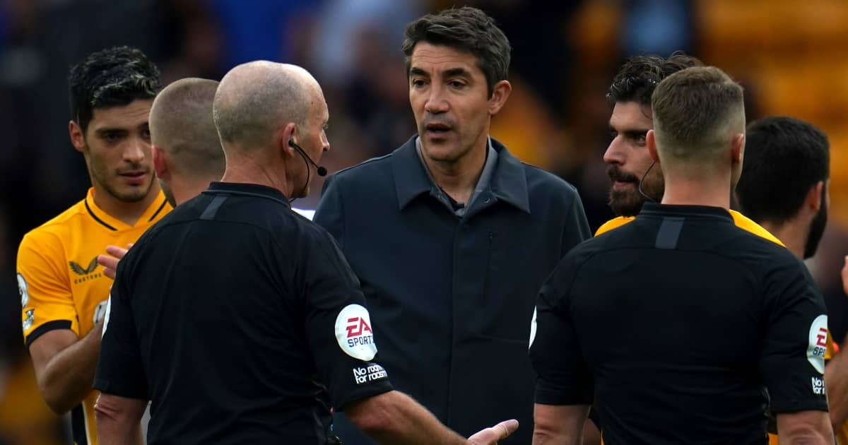 Wolves boss Bruno Lage speaking to the referees after their 1-0 defeat to Man Utd 2021