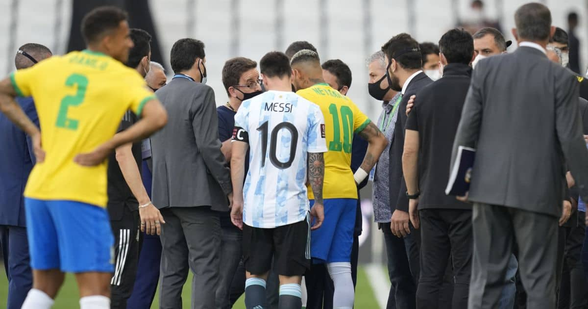 Argentina's Lionel Messi and Brazil's Neymar talk as the soccer game is interrupted by health authorities during a qualifying soccer match for the FIFA World Cup Qatar 2022 at Neo Quimica Arena stadium in Sao Paulo, Brazi