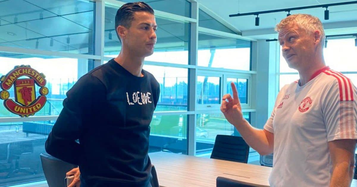 Cristiano Ronaldo chats with Ole Gunnar Solskjaer at Man Utd training (pic from MUFC)