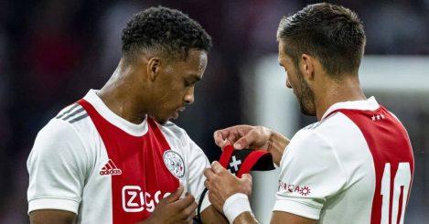 Dusan Tadic giving Ajax armband to Jurrien Timber