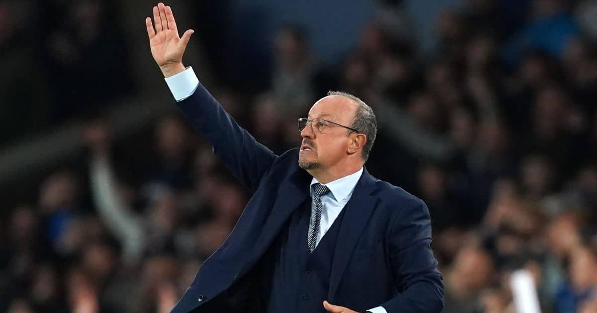 Rafael Benitez raising his hand