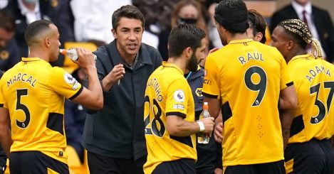 Bruno Lage speaks to his Wolves players on the touchline, August 2021