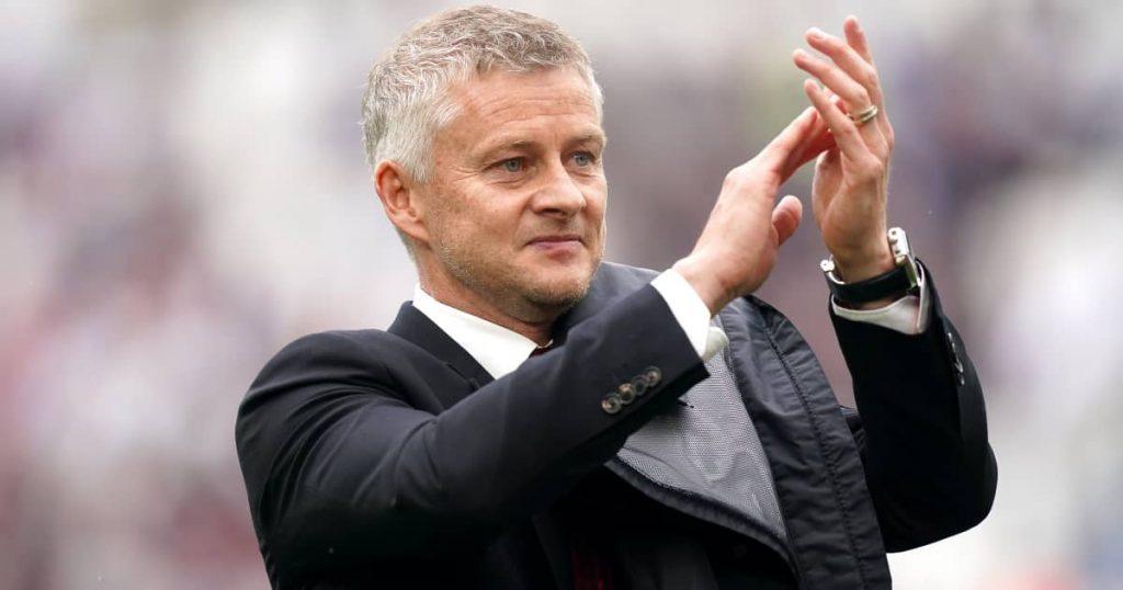 Man Utd manager Ole Gunnar Solskjaer applauding the fans 2021