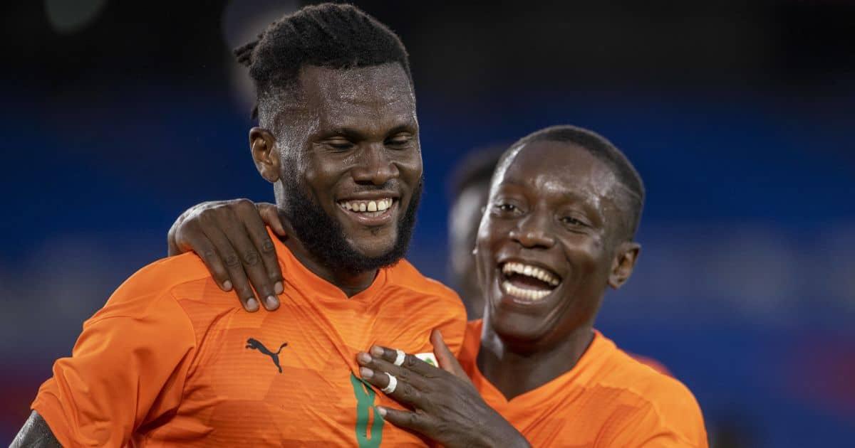 Franck Kessie celebrates with Max Gradel