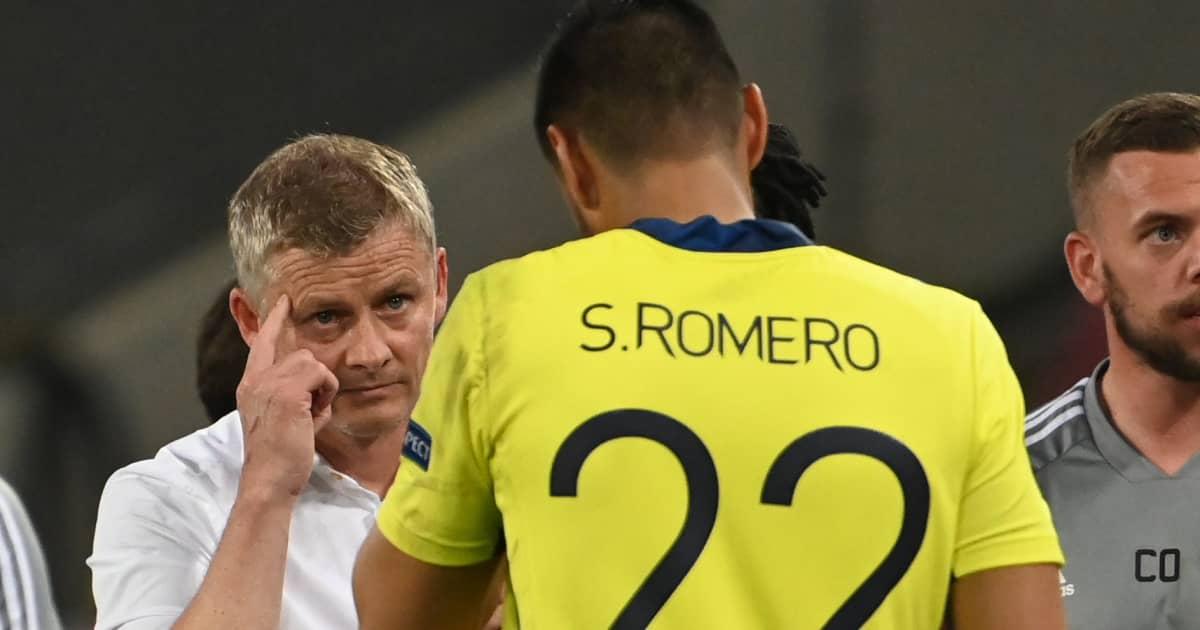 Manchester United manager Ole Gunnar Solskjaer gesturing towards Sergio Romero