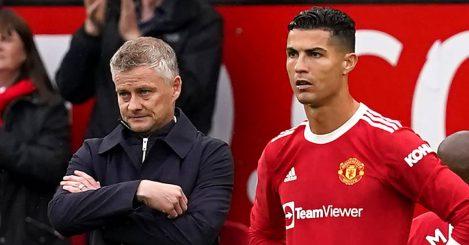 Man Utd manager Ole Gunnar Solskjaer standing alongside Cristiano Ronaldo in 2021
