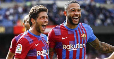 Barcelona pair Sergi Roberto and Memphis Depay celebrating in 2021